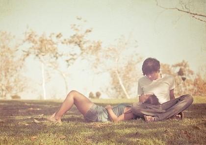 有這樣一對愛人,他們沐浴在陽光下,陽光,是他們愛情的見證,以下帶來這組歐美風格的意境情侶圖片,愛情,其實可以很美麗,重要的是,我們是否用心對待了。          小編心情:總有一個人一直住在心里,卻告別在生活里。忘不掉的是回憶,繼續的是生活,來來往往身邊出現了很多人,總有一個位置一直沒有變。