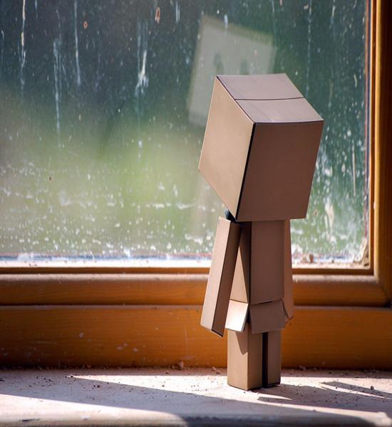 寂寞伤感qq空间纸盒人素材图片
