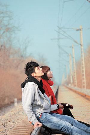 清爽的情侣QQ背景皮肤 离去让事情变得简单图片