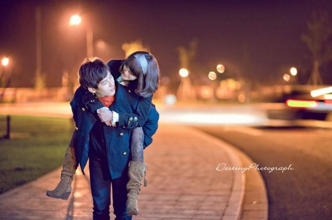 唯美伤感qq空间情侣素材图片男生_亲爱的我不在你身边