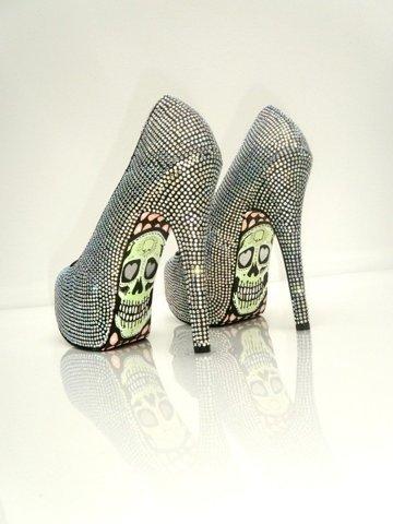 穿出自己的视频_女生空间个性高跟鞋QQ时尚性感室内性感模特写真图片
