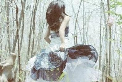 素颜白裙也倾城